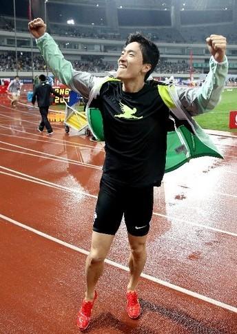 刘翔霸气回归 12秒97夺钻石联赛上海站冠军(组图)