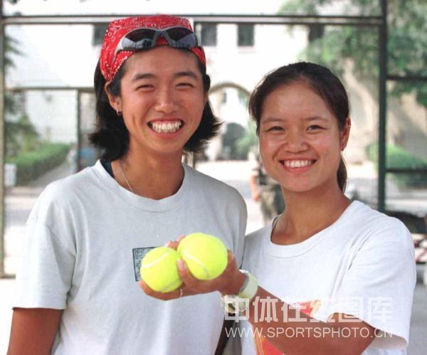 01-2000年与李婷搭档首度问鼎WTA巡回赛桂冠