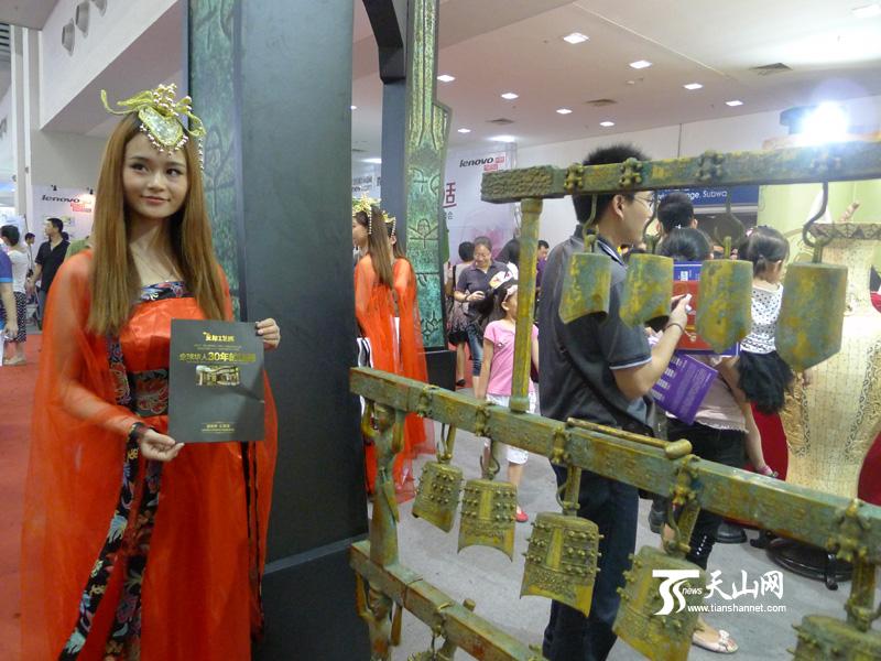 深圳/色彩斑斓的民族服饰和漂亮的模特