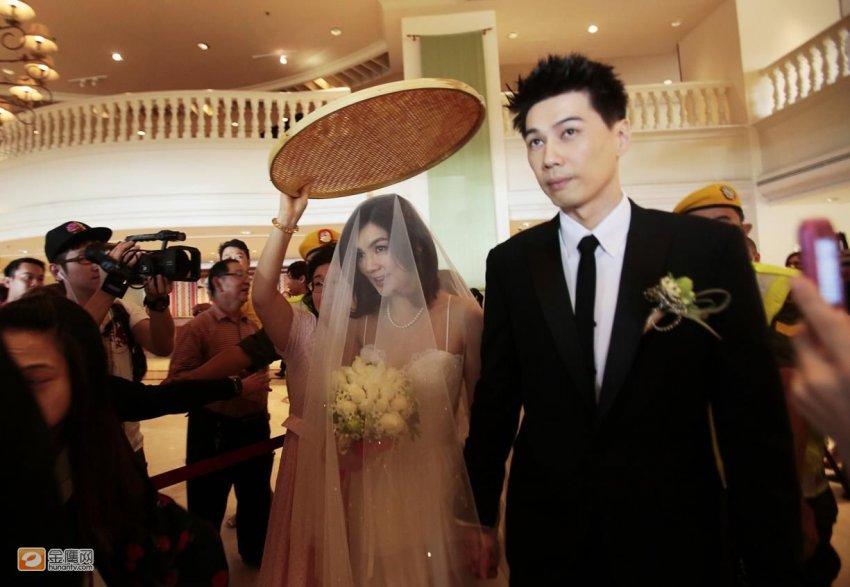 eall婚礼_ella马来西亚办传统婚礼 父亲哽咽送女出嫁(组图)