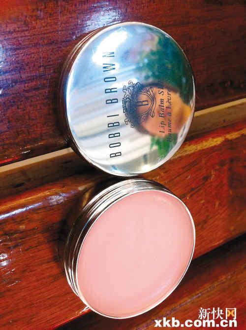 徐小姐花220元买的bobbibrown 名牌唇膏,险些导致她的嘴唇毁容。新快报记者周达标/摄