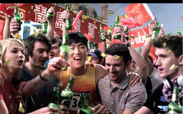 刘翔上海赛王者归来 青岛啤酒携冠军队激情喝彩