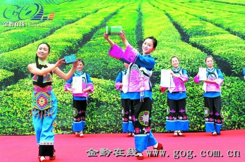 """正大涉农产品代表贵州现代农业走进""""上海世博""""展示,其中梵锦茶业勇夺""""一金两银""""。"""