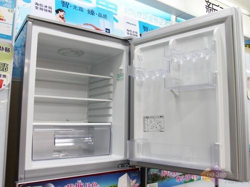 海信BCD-212DG/A超强丝管制冷技术,保证冰箱的制冷速度和效果更加出众。同时,具有超大冷冻室,满足不同食物的存储需求。