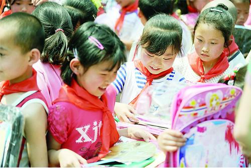 百小学志愿者为交城县大岩静安小学生献爱心(头村余名图片