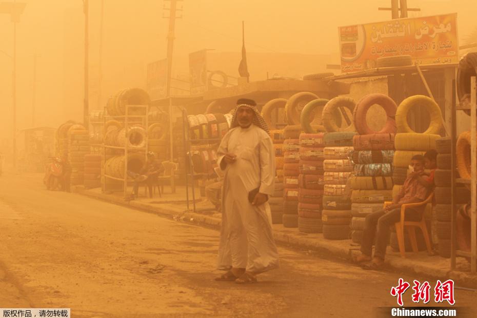 2012年5月22日,伊拉克巴格达遭遇特大沙尘暴侵袭,首都机场被迫关闭。