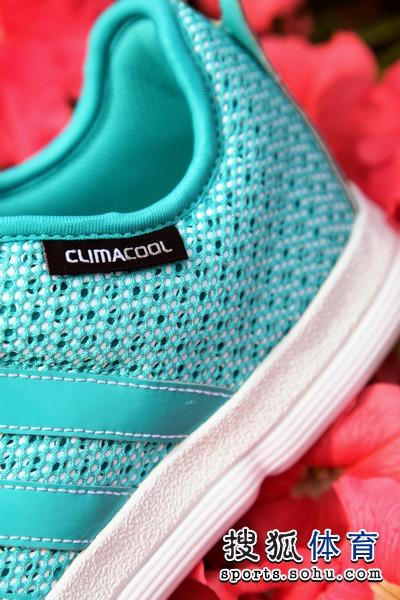 adidas为今年夏天推出了全新配色的休闲款篮球鞋X-Hale,鞋子整体