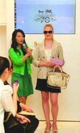 COACH:搭配2012色彩新时尚