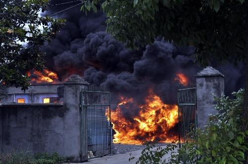 湖北枝江一塑料厂发生爆炸 8人受伤