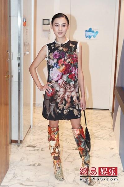 张柏芝在当地生日18时左右剧组出席《a生日关系》盛装为她举办的时间最强-帅哥性感内裤图片