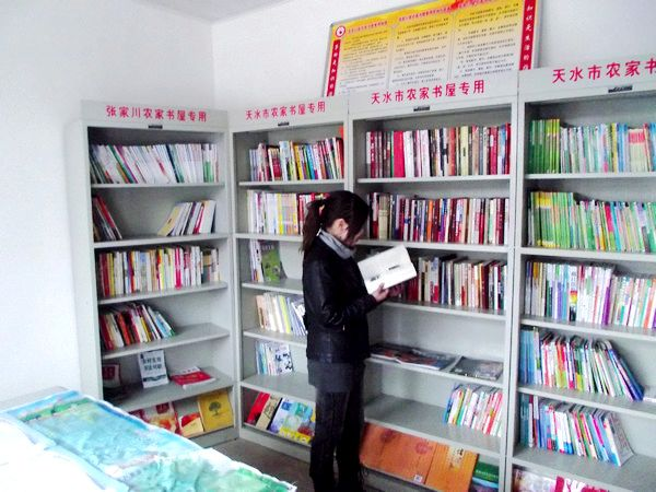 """张家川县 天水市/""""从前农村看书难、买书难、借书难,农闲时候大家聚在一起就只能..."""