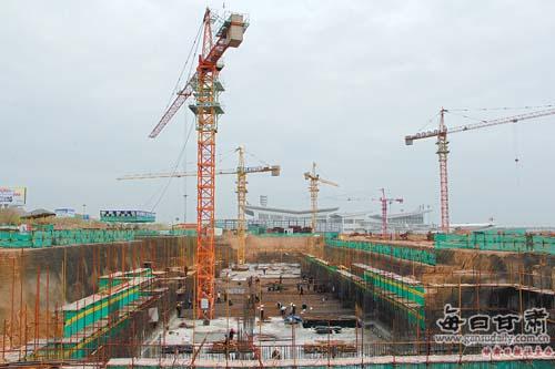 兰州/由甘肃建投承建的兰州中川机场二期工程航站楼的基础工程目前已...