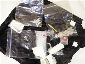 深圳/警方缴获的毒品。深圳晚报记者金柱摄