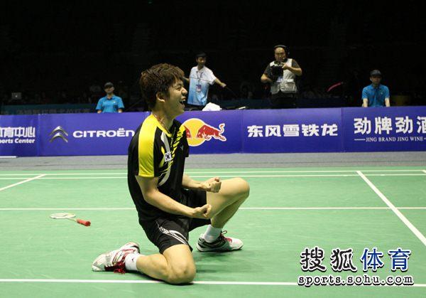 李龙大庆祝胜利