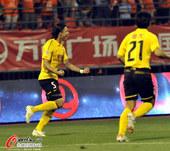 图文:[中超]鲁能1-1恒大 国脚张琳芃状态突出
