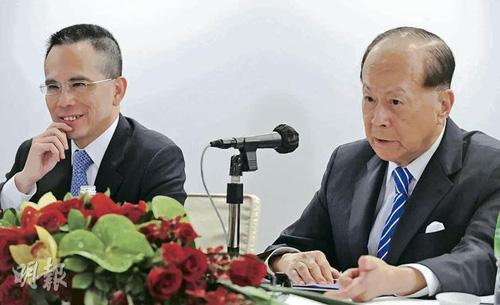长和系主席李嘉诚昨日公开确认长子李泽巨(左)日后会继承其企业王国