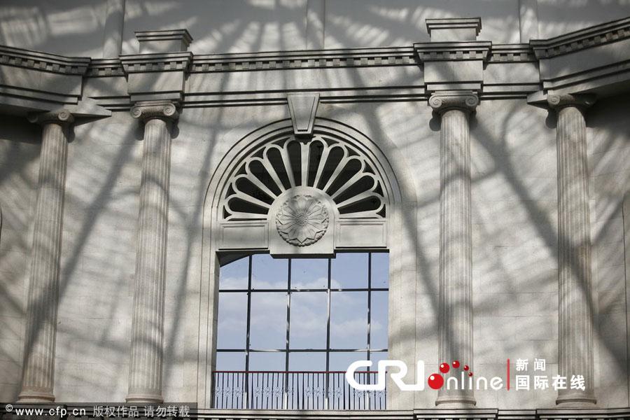 2012年5月24日,长春建筑学院图书馆欧式风格的窗子.