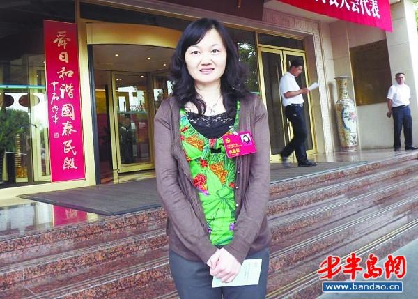 2003年杨屹被提拔为青岛市实验小学的校长,成为这所百年老校历届校长