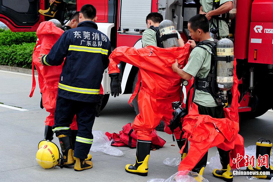 5月28日,事故现场升起滚滚浓烟(手机拍摄)。