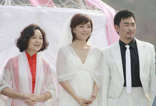 《婆婆也是妈》在深圳卫视完美收官,该剧由尹涛执导,实力演员刘莉莉