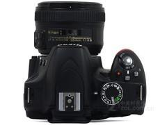 图为:尼康单反相机D3200
