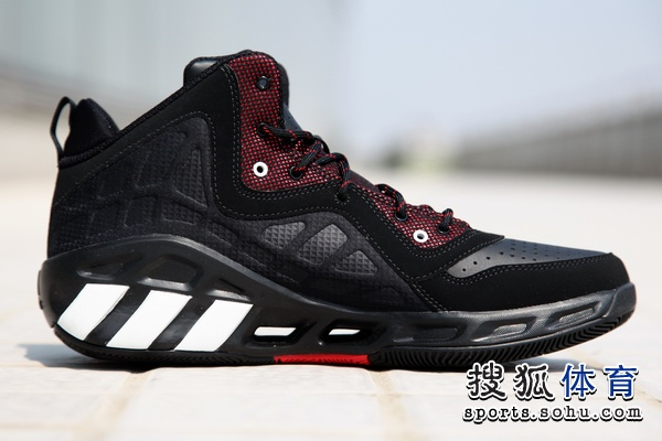 adidas曾在去年冬天推出Crazy Cool实战篮球鞋,鞋子采用Clima