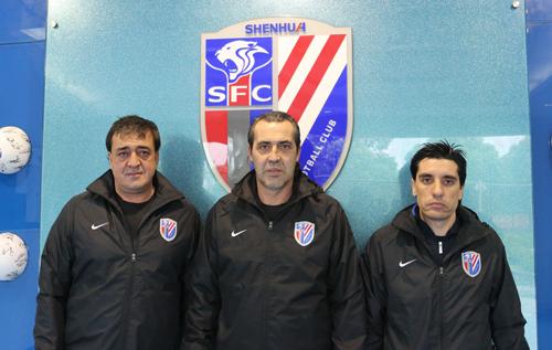 今天上海申花俱乐部与阿根廷人塞尔吉奥・巴蒂斯塔(Sergio Batista)完成签约,巴蒂斯塔正式出任申花新主帅,带领球队征战余下的中超联赛以及即将开始的足协杯赛。