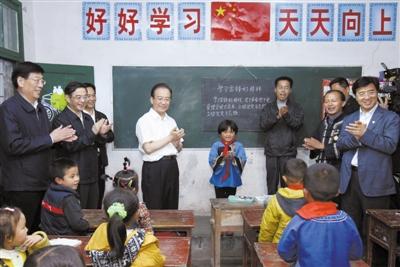 """""""小男子汉""""请温总理换蓝书包"""