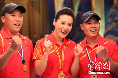 谭晶鼓舞奥运健儿赞李永波歌艺 与李宁PK羽毛球