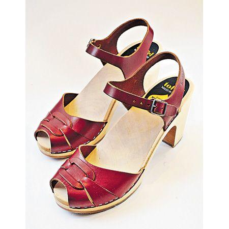 曾跟H&M 合作的Swedish Hasbeens,最擅长制作木屐鞋款,卖相看似厚重,但穿起来比想像中轻身。 ($2,300)