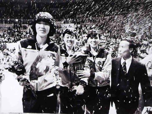 1984年8月7日,第23届洛杉矶奥运会,中国女排姑娘再展雄风,势不可挡,直落三局,击败东道主美国队,成就