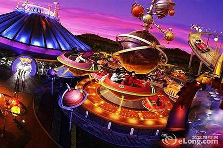 每个游乐设施,商店及餐厅均以机械人,宇宙飞船,浮动星体作装饰.图片