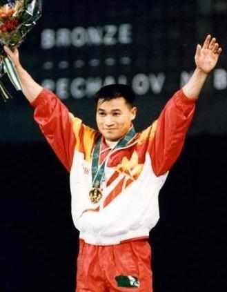 唐灵生获举重男子59公斤级金牌