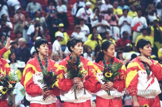 中国女排夺银牌