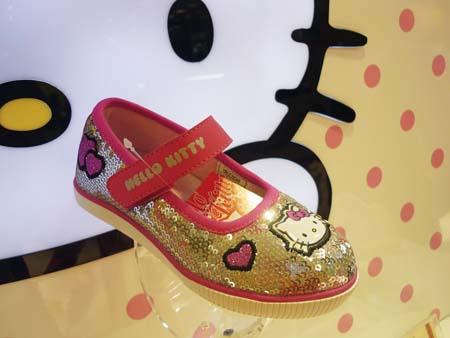 图案 可爱的 比如/可爱的小妞,鞋鞋上一定要有可爱的图案,比如米奇、kitty猫,又...