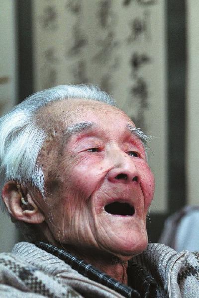 3月29日,周汝昌在家中