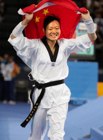 女子跆拳道67KG罗微夺冠