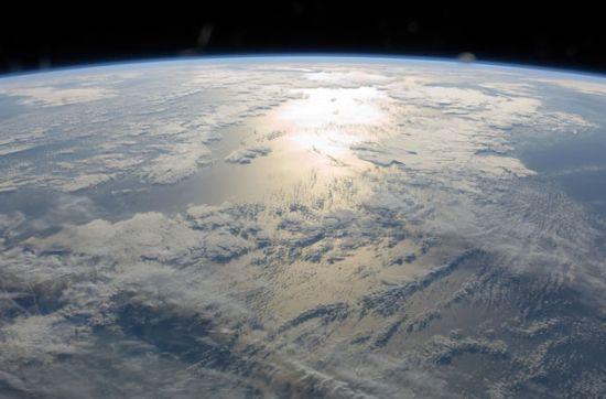 地球闪闪发光