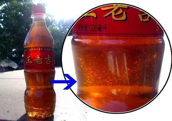 瓶装王老吉被曝现絮状腐败物(图)图片