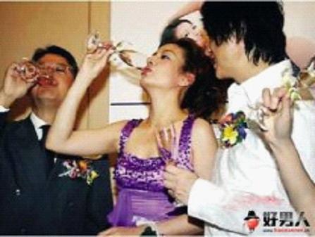 """性感 王欣/亚姐""""三陪""""风波愈演愈烈,日前,又有网友曝出疑似2010年亚姐..."""