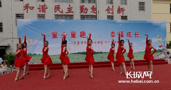 """石家庄市裕东小学举办欢庆""""六一""""社团展演(组图)"""