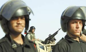 埃及军警严阵以待