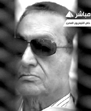 新华社电 开罗刑事法庭主审法官艾哈迈德・里法特2日宣布,判处前总统穆巴拉克和前内政部长阿德利终身监禁,6名前高级警官被判无罪。