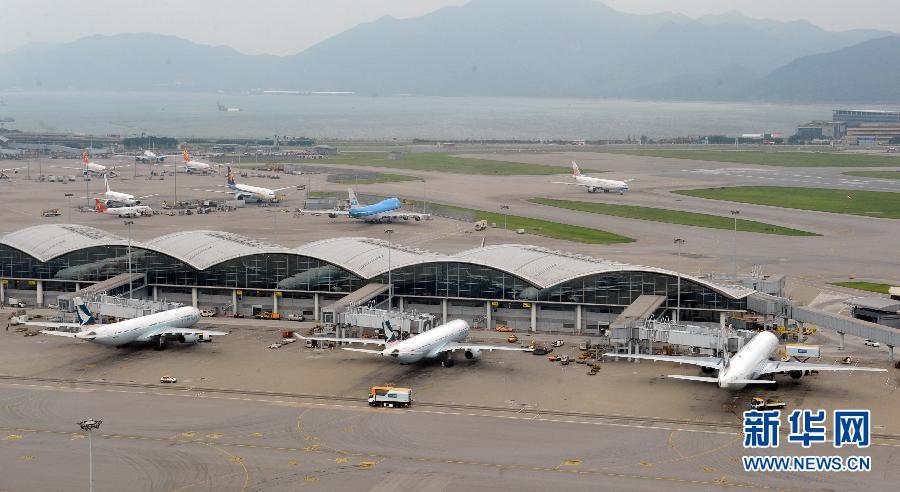 这是香港国际机场内的航空交通管制中心的指挥塔台(5月29日摄)。