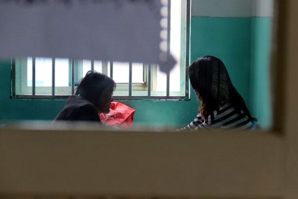 淮安第三人民医院精神科住院部,小王和妈妈说说心里话。