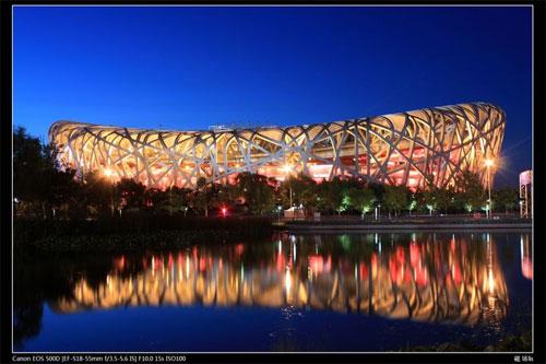 首都北京是国内的政治文化中心,景点十分多,且交通便利。融合了古建筑与奥运场馆这样的现代建筑,北京可以看作是我国的一个缩影。