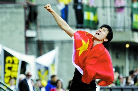 刘翔赛后庆祝胜利