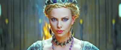 《白雪公主与猎人》中王后的美貌是类似真理的存在。