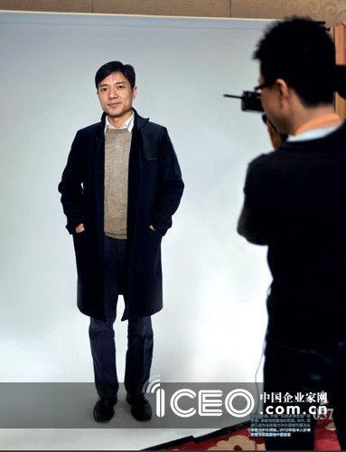 """1999年底,怀抱""""科技改变生活""""的梦想,李彦宏回国创办百度。如今,百度已成为全球最大中文搜索引擎及全球最大中文网站。2012年他本人亦蝉联福布斯富豪榜中国首富"""