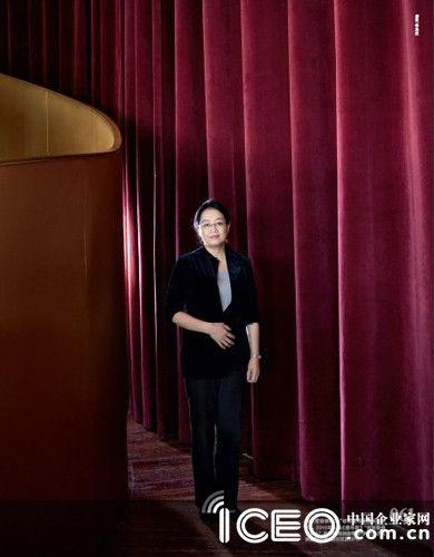 """李昕��曾被称为""""给百度带来阳光的女人"""",2010年入选《福布斯》""""亚洲最佳女强人""""。四年前她独自带着1岁的儿子从美国回北京,出任百度CFO"""